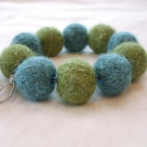 Fyberknitics: Luscious Lime 'n' teal felted bracelet