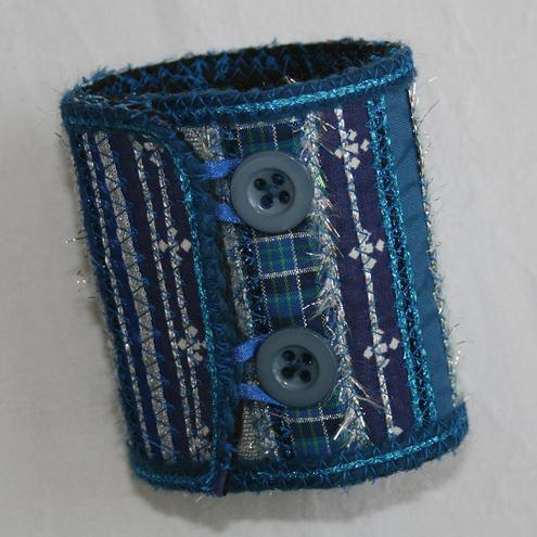 Lynwood-Crafts-bluecuff_001